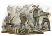German Field Howitzer Carrying Crew Figure Set (4)