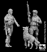 1/35 US Woman Soldier & soldier with dog