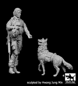 1/35 US woman soldier with dog